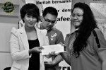 Aura Shai gave away prizes to lucky draw winners...