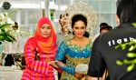 Here comes the lovely bride, being accompanied by Weddingku Gallery's Ms. Lynn Siregar...