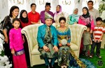 The couple with their senior colleagues like Madam Surtini Sarwan, Suriani Kassim, Noreha Bajuri, Nora Ismail and their respective families...