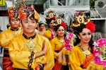 The couple were accompanied by Dian Dancers...