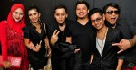 Norfasarie, Marina Yusoff and Dyn Norahim (right) with members of Aryan Band Farid, Nash and Reno...