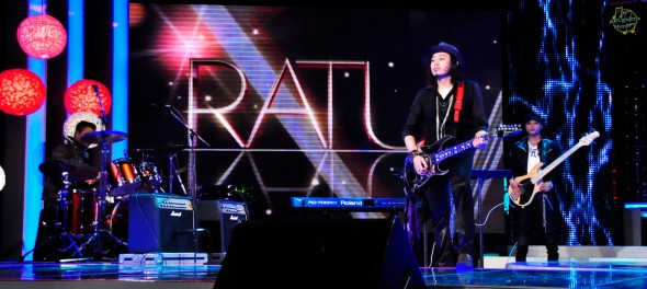 "The Auras opening the show with Projek Pistol's ""Wanita Seluruh Dunia""..."