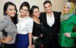 Erwin Shah Dawson enjoying the company of Tiara Atyra, Fadiana Zulkifli, Ayura and Nur'azizah Ibrahim (Ziza)...