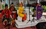 Orkes Budi entertained guests over at the groom's side...