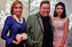 Mediacorp Suria's Budi Iskandar all smiles next to Ratu winner, Fatin Amira and Nurul Nabila...