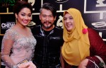 Syirah Jusni and her beloved mum, Madam Hamidah Kassim, with Jason Chong...