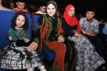 Norfasarie seen here with her daughter Moza Alyka and they were seated next to Fauzie and Nurul...