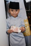 Back then, Hari Raya was actually more than a month away, but little Shan Ehan already received his advanced earnings...